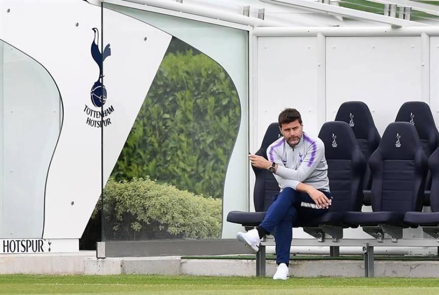 MADRID (ESPAÑA), 31.05.2019. El entrenador del Tottenham Hotspur, el argentino Mauricio Pochettino, observa una sesión de entrenamiento de su equipo.Efe