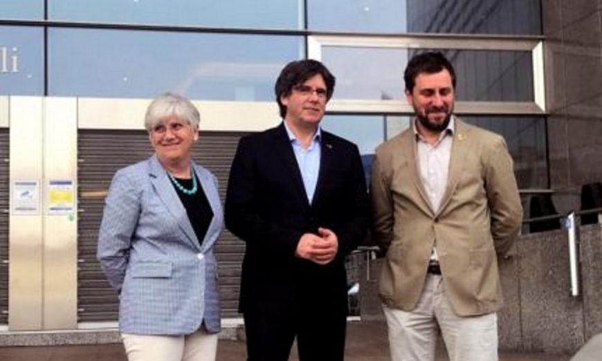 FOTOGRAFÍA. BRUSELAS (BÉLGICA), JUNIO DE 2019. Los delincuentes separatistas huidos del Procés, el expresidente de la Generalidad de Cataluña, Carles Puigdemont (c). Efe