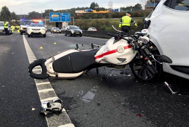 FOTOGRAFÍA. ESPAÑA, AÑO 2019. Accidente de tráfico en una carretera española en el que está involucrado un motorista. Efe