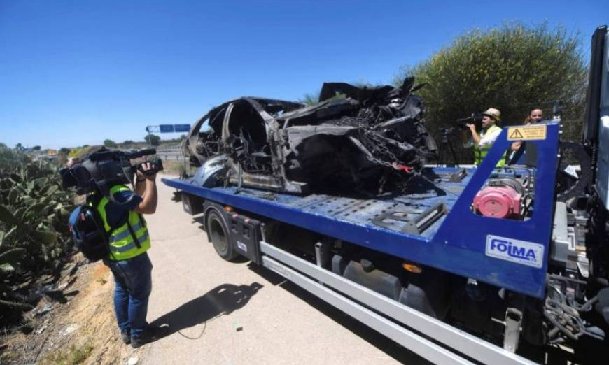 FOTOGRAFÍA. KM 17 DE A376 ULTRERA (SEVILLA) ESPAÑA, Imagen que muestra el vehículo en el que viajaba el futbolista Antonio Reyes. Efe