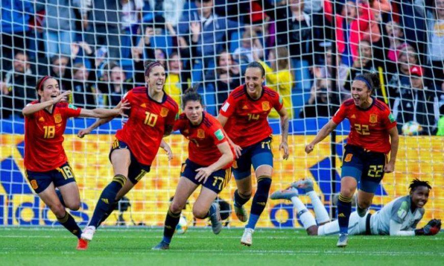 FOTOGRAFÍA. LE HAVRE (FRACIA), 08.07.2019. Las jugadoras de la selección española de fútbol celebran un gol contra la de Sudáfrica en la Copa del Mundo. Efe