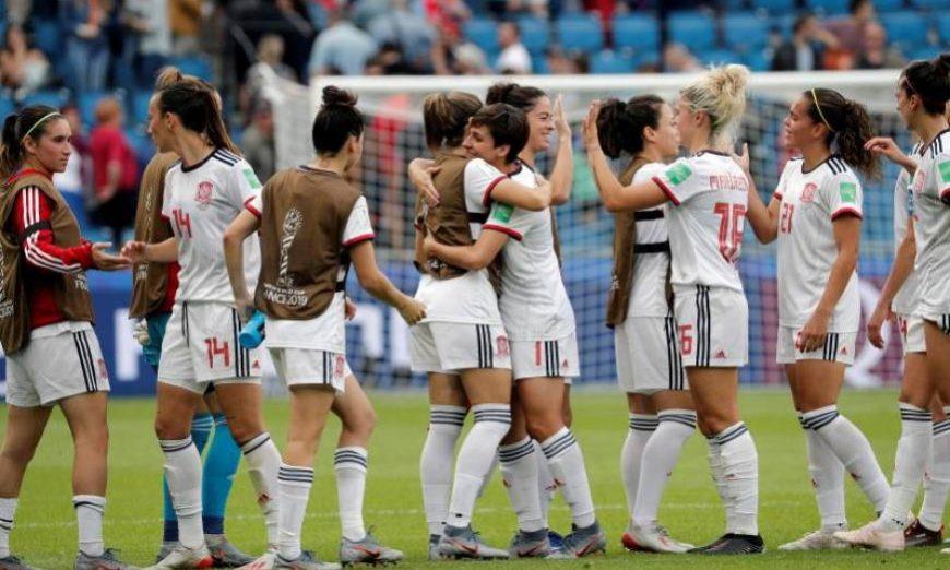 FOTOGRAFÍA. LE HAVRE (FRANCIA), 17.07.2019. Las jugadoras de la selección española celebran la clasificación para octavos de final del Mundial de Francia 2019. Efe.