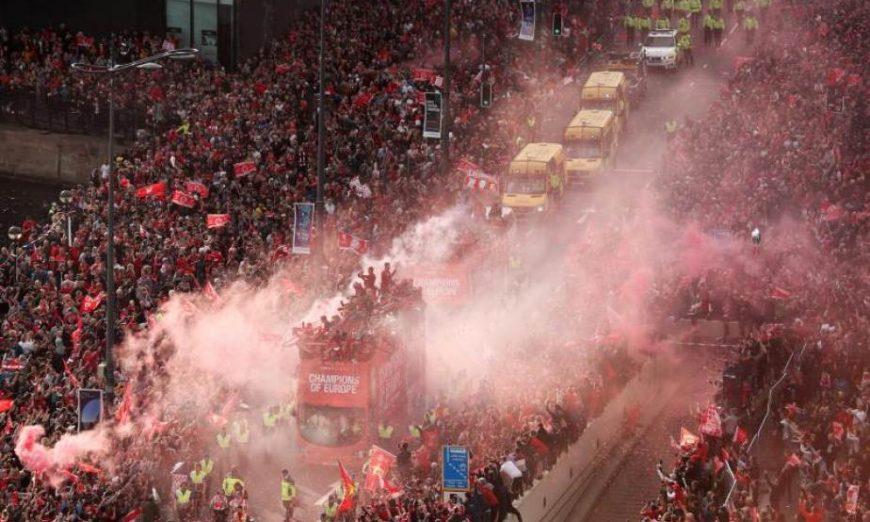 FOTOGRAFÍA. LIVERPOOL (REINO UNIDO), 02.06.2019. Los jugadores del Liverpool se dieron este domingo un baño de multitudes. Efe.