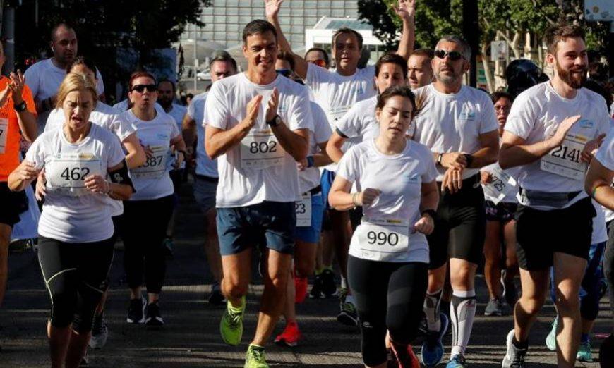 FOTOGRAFÍA. MADRID (ESPAÑA), 09.07.2019. El presidente del Gobierno en funciones, Pedro Sánchez (c), durante la carrera. Efe.