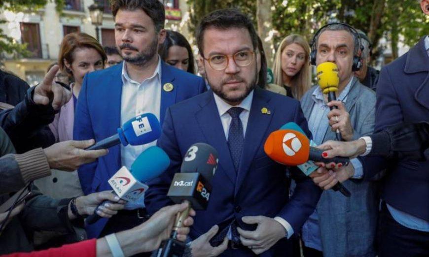FOTOGRAFÍA. MADRID (ESPAÑA), 12.07.2019. El vicepresidente de la Generalitat, Pere Aragonés (c), y el portavoz del partido en el Congreso, Gabriel Rufián (i). Efe.