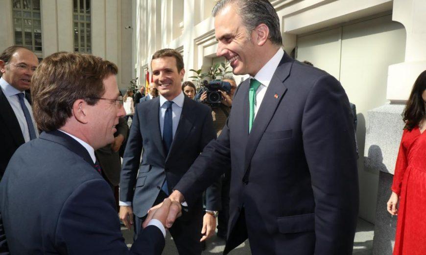FOTOGRAFÍA. MADRID (ESPAÑA), 15.07.2019. El secretario general de VOX, Javier Ortega Smith-Molina recibe a las puertas del Ayuntamiento de Madrid. Ñ Pueblo
