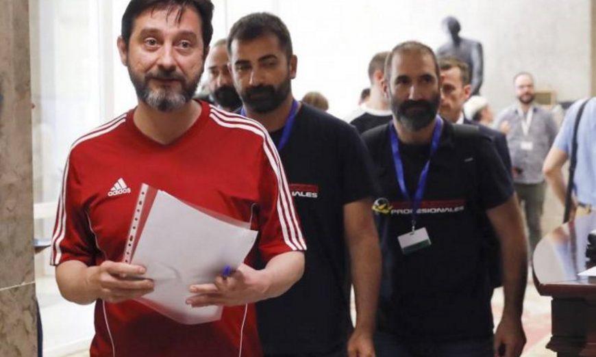 FOTOGRAFÍA. MADRID (ESPAÑA), 18.07.2019. El diputado de la alianza de ultraizquierda que lidera Pablo Iglesias «Unidas Podemos», Rafael Mayoral (i). Efe