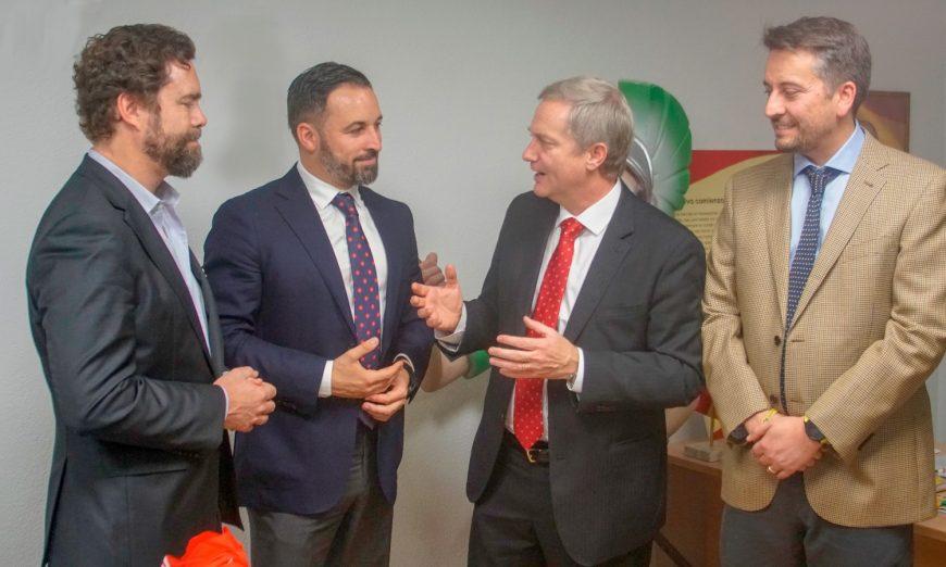 FOTOGRAFÍA. MADRID (ESPAÑA), 24.07.2019. El presidente de VOX, Santiago Abascal (2ª a la izquierda), junto al diputado y portavoz de VOX. Ñ Pueblo