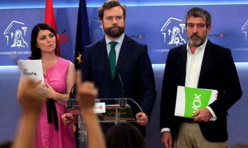 FOTOGRAFÍA. MADRID (ESPAÑA), 25.07.2019. El portavoz de Vox en el Congreso y del comité negociador de estos pactos, Iván Espinosa de los Monteros (c). Efe.