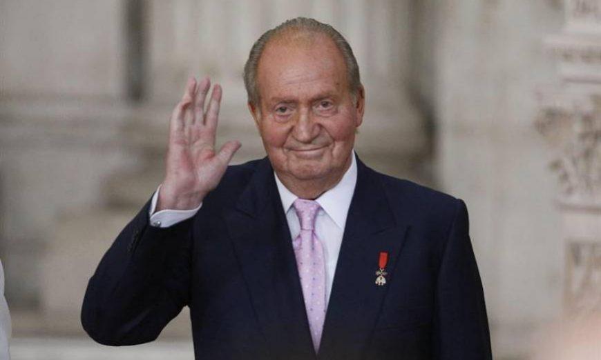 FOTOGRAFÍA. MADRID (ESPAÑA), AÑO 2019. El rey Juan Carlos saluda. Efe