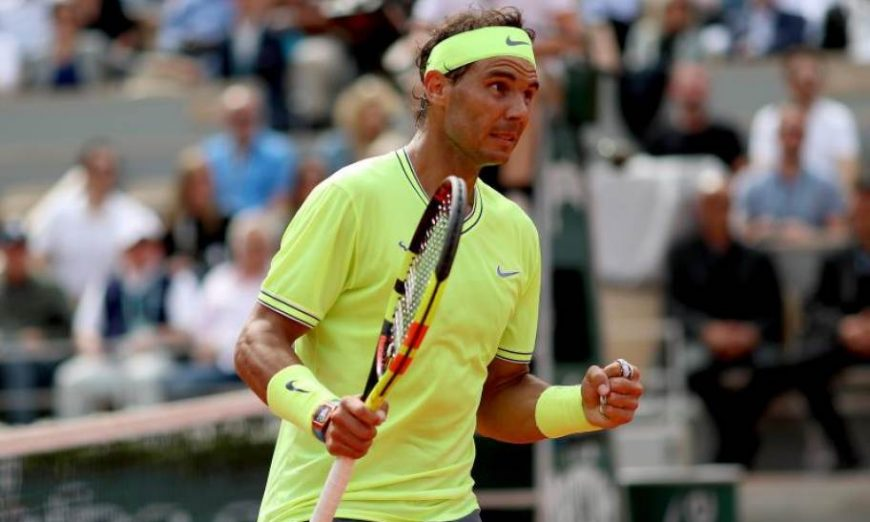 FOTOGRAFÍA. PARÍS (FRANCIA), 09.07.2019. El tenista española Rafael Nadal celebra un punto durante la final ante el austríaco Dominic Thiem en Roland Garros. Efe.