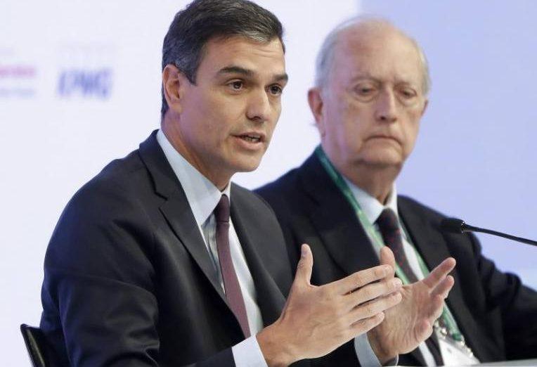 FOTOGRAFÍA. SITGES (BARCELONA) ESPAÑA, 01.06.2019. El presidente del Gobierno en funciones, Pedro Sánchez, acompañado por el presidente del Círculo de Economía. Efe