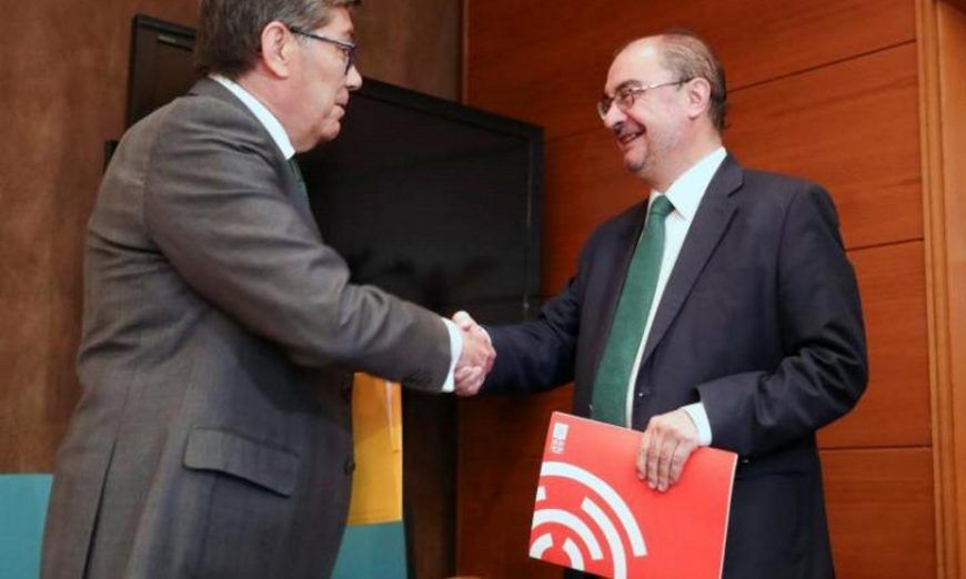 FOTOGRAFÍA. ZARAGOZA (ESPAÑA), 07.06.2019. El secretario general del PSOE aragonés, Javier Lamban (d). Efe.