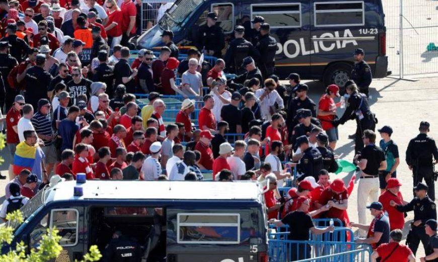 MADRID (ESPAÑA), 01.06.2019. Entradas al estadio Wanda Metropolitano, en Madrid, horas antes de la final de la Liga de Campeones que disputarán Liverpool y Tottenham. Efe